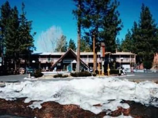 Knights Inn Big Bear Lake: off of Big bear Blvd