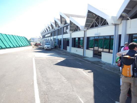 Aeroporto Nosy Be : Aeroporto piccolo e caldo foto di andilana beach