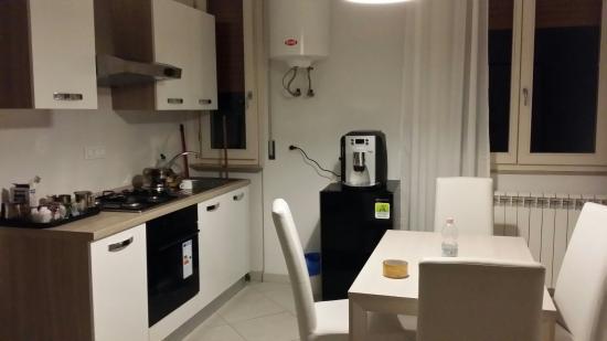 Ingresso soggiorno e cucina - Picture of Academy House Pisa Centrale ...