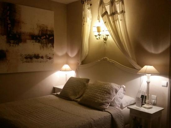 Le Mas Des Carassins Hotel: 20151127_193459_large.jpg