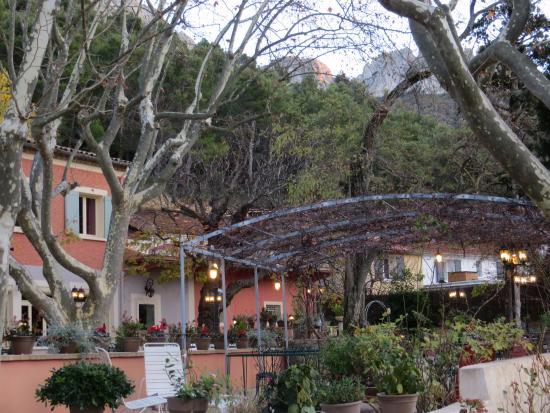 Hotel Les Florets: The patio of Les Florets