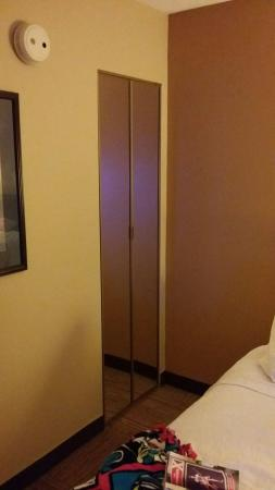 Hampton Inn Columbus-North: 20151126_221102_large.jpg