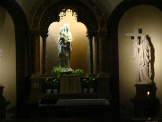 Eglise catholique Saint Pierre le Jeune: мадонна
