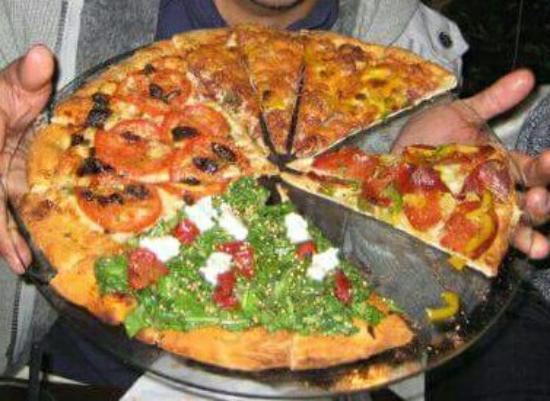 Resultado de imagem para pizza sendo pega por várias maos