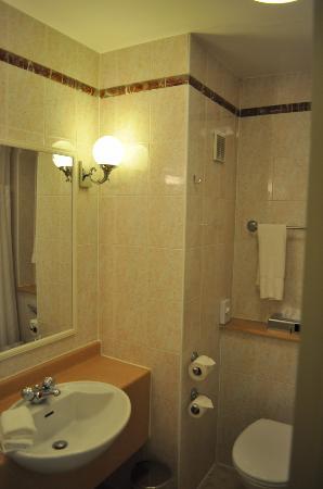 Hilton Warwick / Stratford-upon-Avon: Bathroom