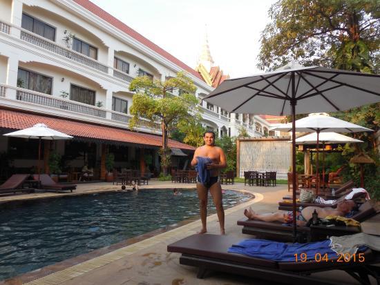 Lin Ratanak Angkor Hotel: Tarde en la pileta del hotel-