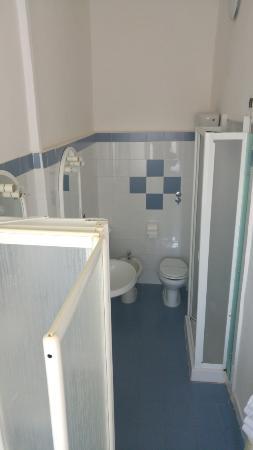 Hotel Duomo: bagno camera quadrupla lato doccia