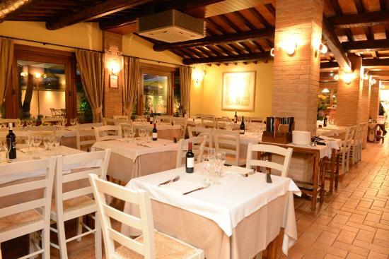 Sala ristorante casetta york picture of casette di for Ristorante della cabina di campagna