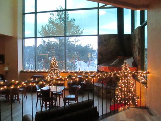 Lead, Νότια Ντακότα: The Lobby, Decorated for Christmas