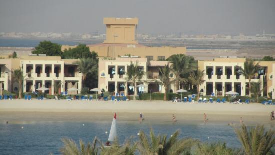 Hilton Ras Al Khaimah Resort & Spa: Виллы у мелкого заливчика