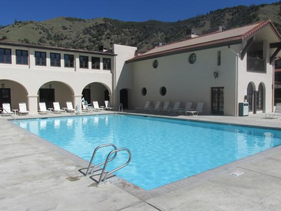 WorldMark Clear Lake: Huge pool next to a game room and Jacuzzi