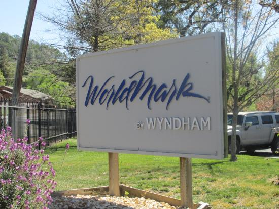 WorldMark Clear Lake: Signage from the street