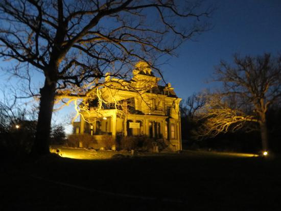 Garth Woodside Mansion Estate: Exterior at night