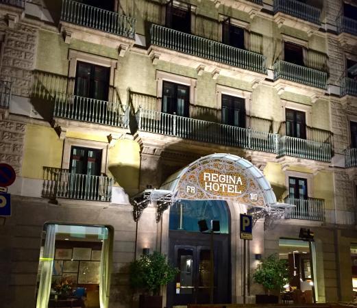 Dans la rue picture of hotel regina barcelona barcelona for Hotel regina barcelona booking