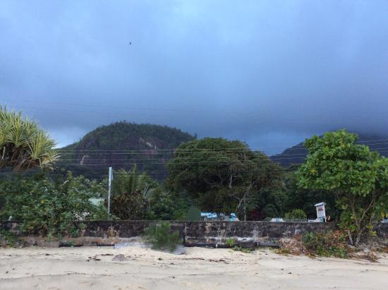 Port Glaud, Seychellene: Вид на отель со стороны океана