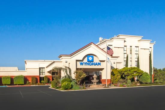 A Job Well Done Review Of Wyndham Visalia Visalia Ca