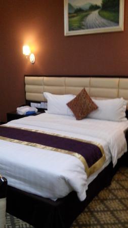 Hallmark Regency Hotel