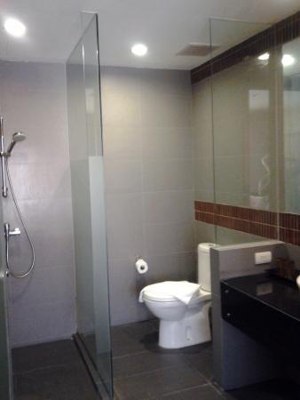Unico Grand Sandara Hotel: grande salle de bain