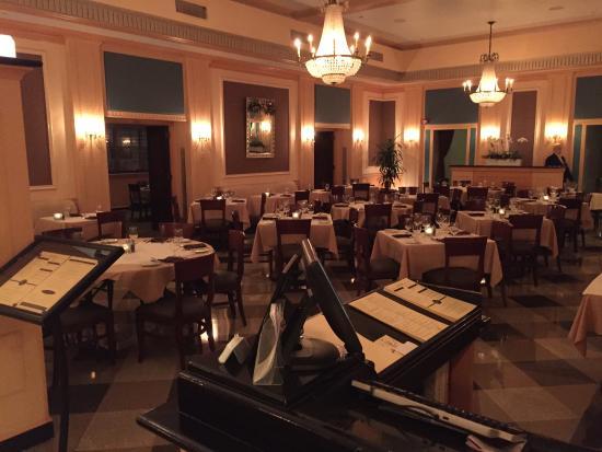 Ambassador Hotel: dining