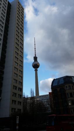 Adina Apartment Hotel Berlin Hackescher Markt: View from the bedroom