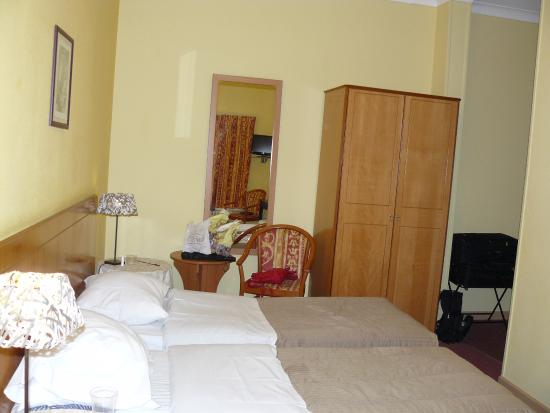 Hans Memling Hotel: Bedroom