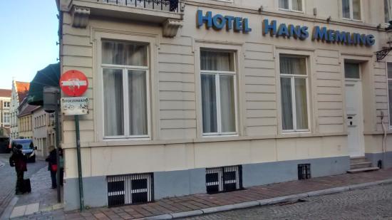 Hans Memling Hotel: Hotel exterior