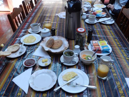 Hostal Suecia I: Café da Manhã - com algumas variedades