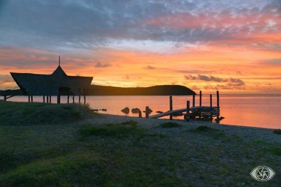 Kuendu Beach Resort: sunset sur la chapelle