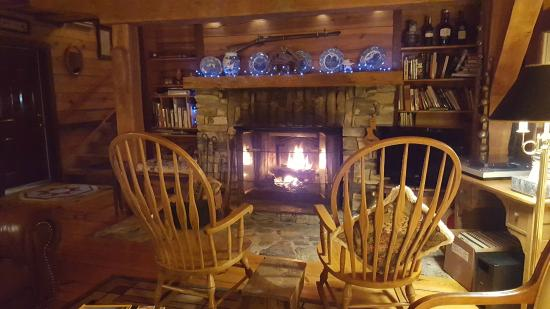 Keedysville, MD: Cozy fireplace