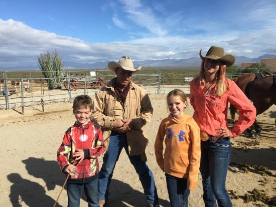 Yucca, AZ: Wrangles George & Jenna