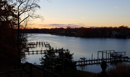Laurel Grove Inn on the South River: Beautiful sunset over the South River