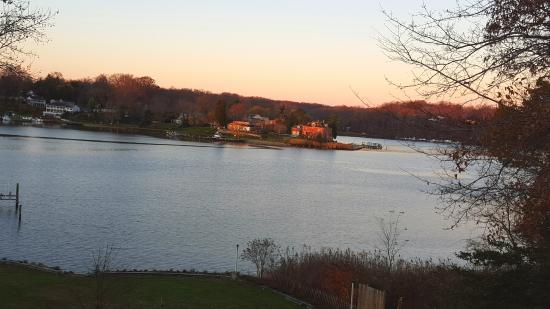 Laurel Grove Inn on the South River: Evening view of the South River