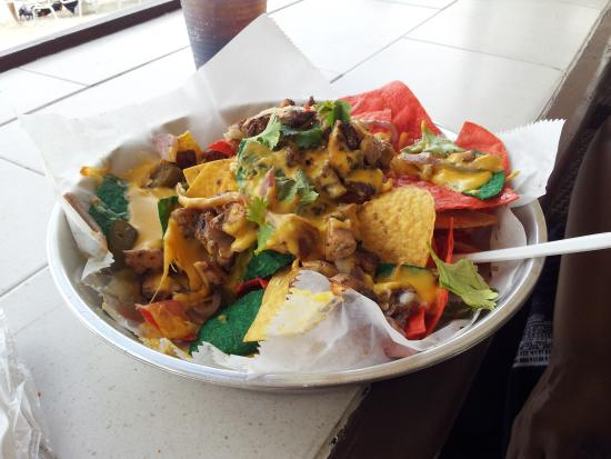 Surfside Beach Restaurant & Bar nachos_mrpink