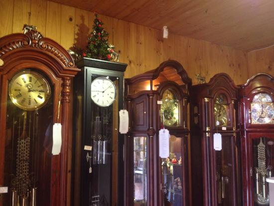 Tamborine, Австралия: Assortment of grandfather cuckoo clocks