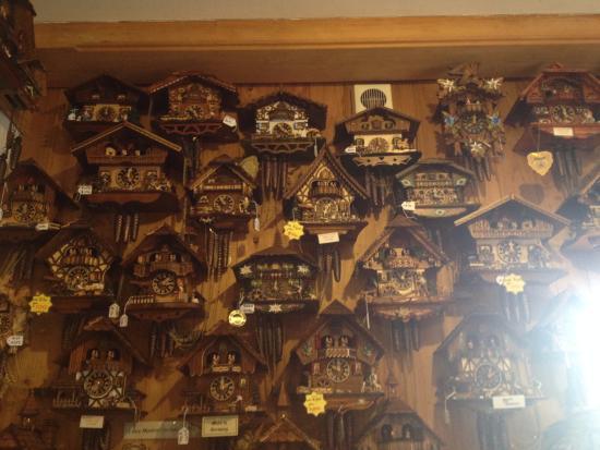 Tamborine, Australien: Smaller clocks on sale