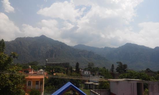 Hotel Spa Mi Pueblito: Vista del hotel al cerro