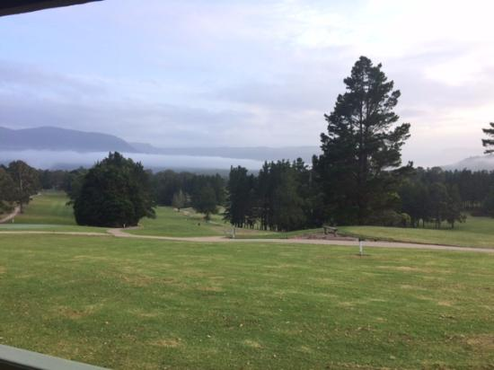 Kangaroo Valley Golf & Country Resort: View across valley