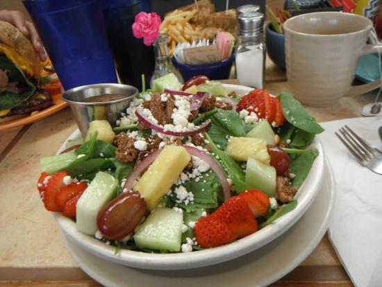 Sharky's Eatery: Nut & fruit salad