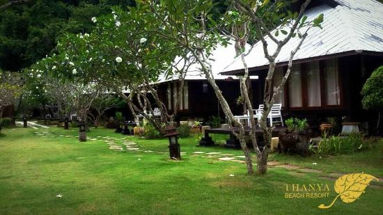 Koh Ngai Thanya Beach Resort: Our Oriental Bungalow Style