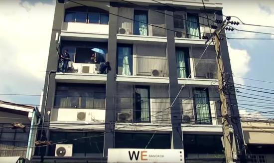 WE Bangkok Hostel: Outside