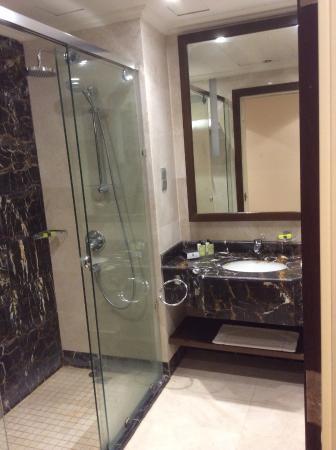 Bathroom - Picture of Dar Al Hijra InterContinental Madinah