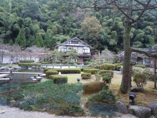Saiki Bekkan : ロビーから見たお庭