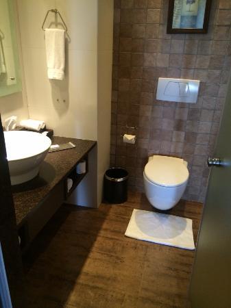 Bathroom Picture Of Doubletree By Hilton Hotel Goa Arpora Baga Arpora Tripadvisor