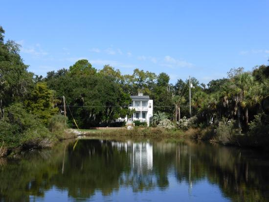 The Spirit of Old Beaufort: On the walking tour with Evelene