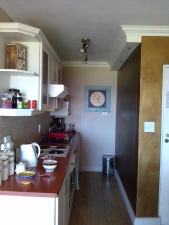 Dolphin Inn Guesthouse, Mouille Point: KItchen in the front room with balcony and sea view