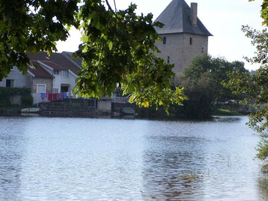 Peyrat-le-Chateau, Francja: etang autre vue