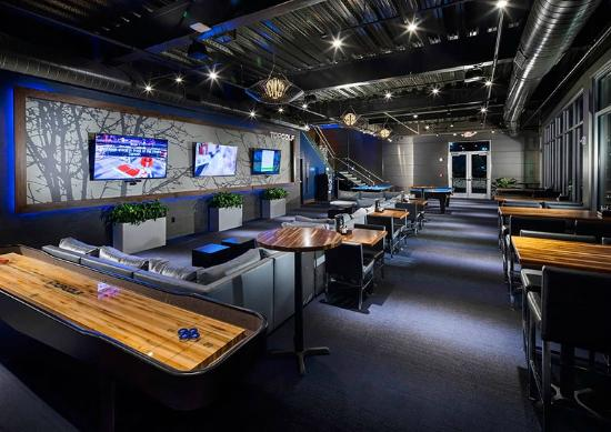 Topgolf Webster lounge and billiards