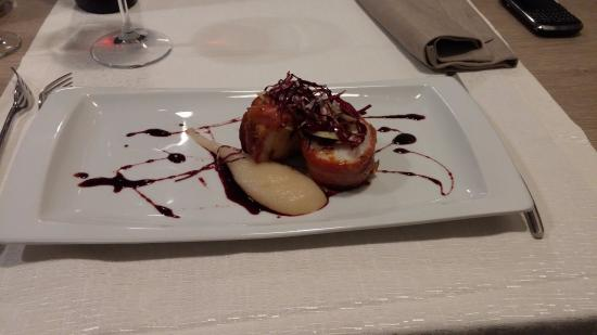 Monk fish wrapped in bacon on pear sauce picture of for Officina culinaria