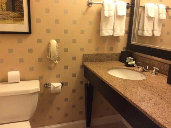 Hotel Zelos: bathroom