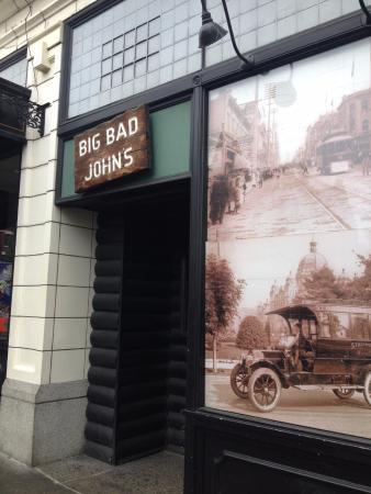 Big Bad John's: Pub front